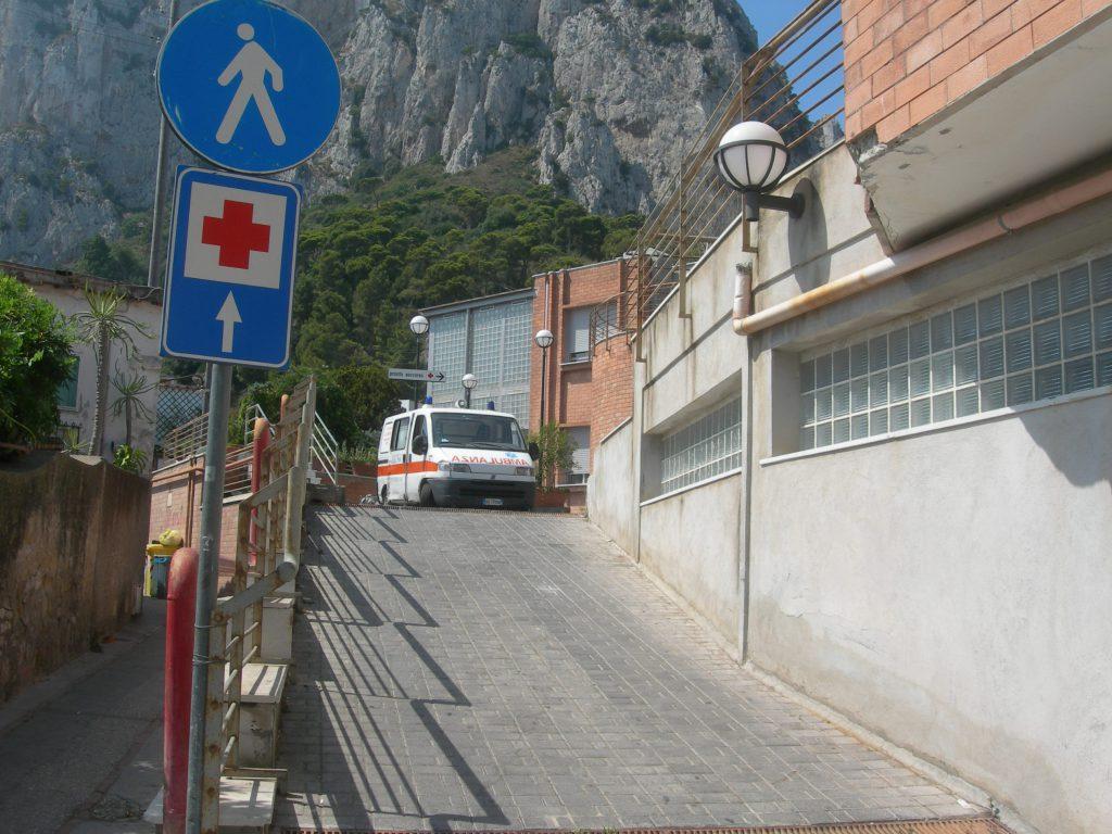 Lavori di recupero e adeguamento funzionale dell'ospedale di Capri: parte il conto alla rovescia, pubblicata l'indizione della procedura di gara