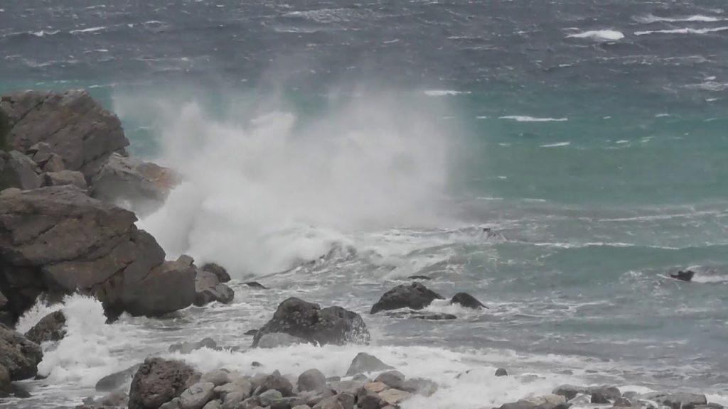 Collegamenti marittimi: cancellata l'ultima corsa serale Napoli-Capri, decine di capresi bloccati in città. Notte senza nave nel porto dell'isola