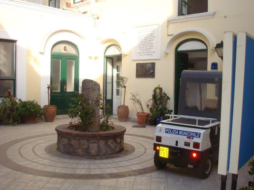 Era in perfetta salute ma utilizzava la vettura per i disabili, multato dagli agenti della Polizia Municipale di Capri