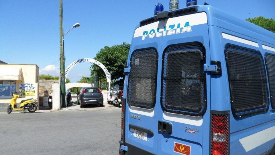 Abbattimento di un'abitazione in programma ad Anacapri: ordine pubblico, giunti da Napoli numerosi agenti