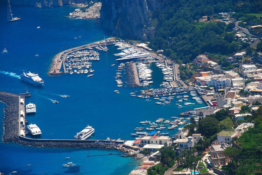Collegamenti marittimi: una corsa Capri-Napoli assegnata al Gruppo Motoscafisti