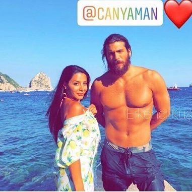 "Vacanze a Capri per l'attore Can Yaman, Ferit di ""Bitter Sweet"": fan in delirio a Marina Piccola"