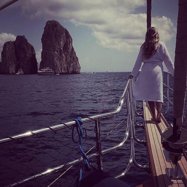 Heidi Klum dopo il matrimonio con Tom Kaulitz torna a Capri per la luna di miele e si mostra in topless