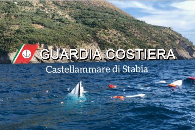 Un'altra barca affondata a Punta Campanella: era partita da Capri e diretta a Castellammare. A bordo anche due bimbi piccoli, salvi per miracolo
