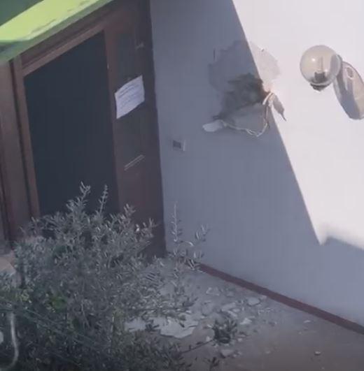 Tensione e rabbia ad Anacapri: iniziate le operazioni di abbattimento in via Lo Funno, effettuati i primi buchi. Presidio di cittadini al Comune, parla Alfonso Amendola