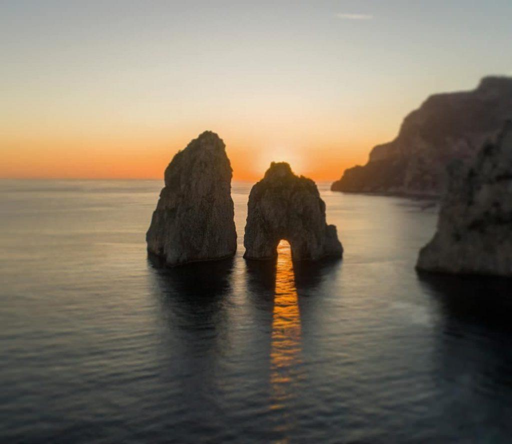 Capri vista dal drone: le spettacolari immagini al tramonto di Ivan Rubino