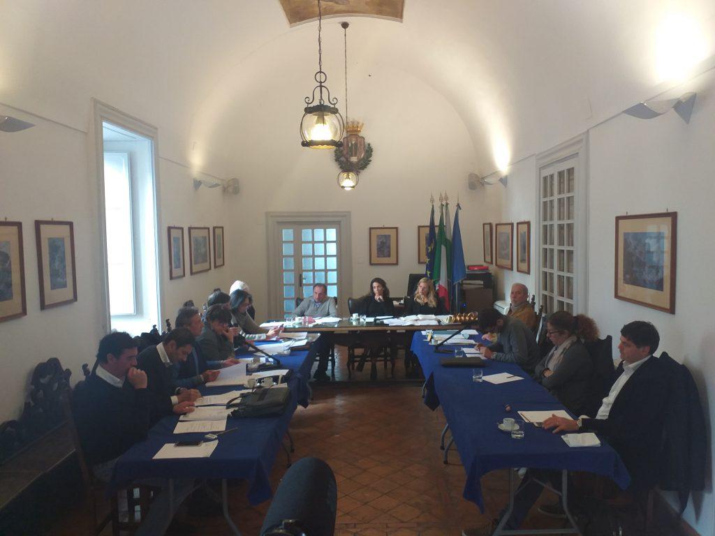 """Pontile davanti allo Smeraldo, arriva la diffida del gruppo di opposizione Capri Vera: """"Venga convocato il Consiglio Comunale o ci rivolgeremo al Prefetto"""""""