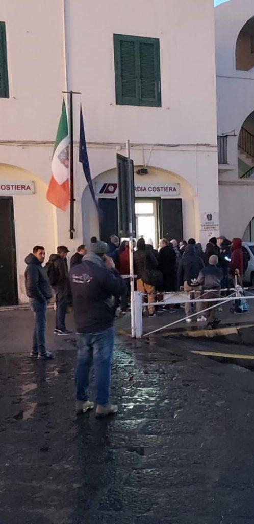 Corse sospese da Capri per le avverse condizioni meteomarine, ferma anche la nave