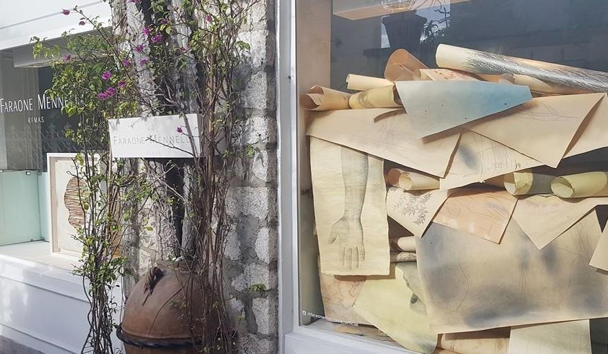 """La visita guidata alle """"Vetrine d'artista"""", a cura della gallerista Laura Trisorio, ha aperto ufficialmente Capri Wave. Il programma completo"""