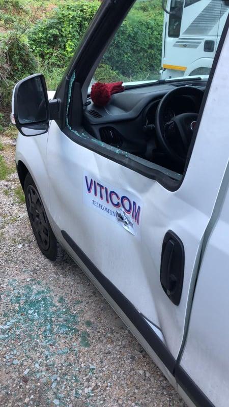 Intimidazione o avvertimento? Si indaga a Capri sui danneggiamenti alle auto di una ditta di telefonia