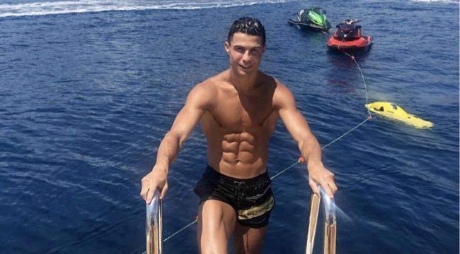 """""""Vacanze dorate, guarigioni e amori"""": la Gazzetta dello Sport racconta il legame tra Cristiano Ronaldo e Capri. Il calciatore per la prima volta sull'isola nel 2008"""