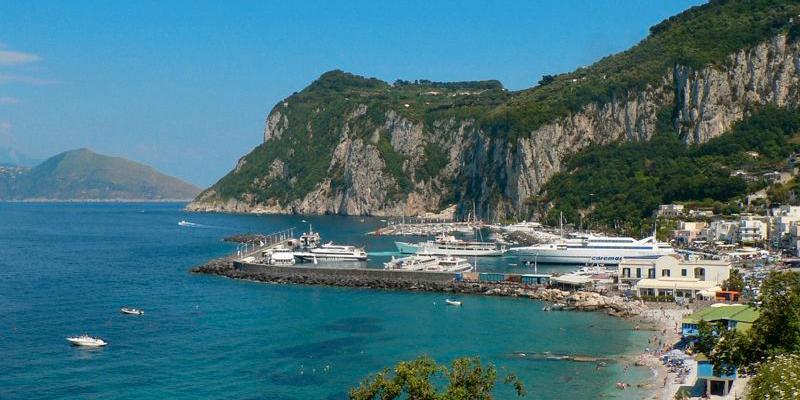 Convocato il Consiglio Comunale di Capri: all'ordine del giorno la discussione sul pontile davanti alla spiaggia e il rinnovo della commissione edilizia
