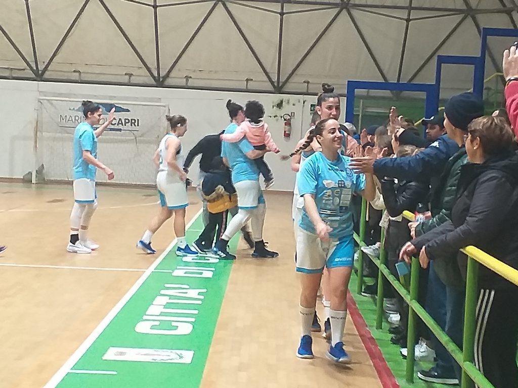 Basket femminile serie B: Olimpia Capri inarrestabile, è festa sulle tribune
