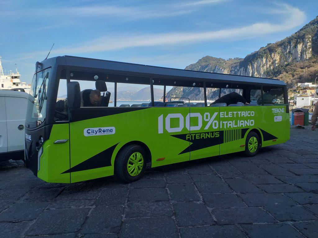 """Curiosità per l'arrivo a Capri di un autobus """"total green"""", effettuati test su strada"""