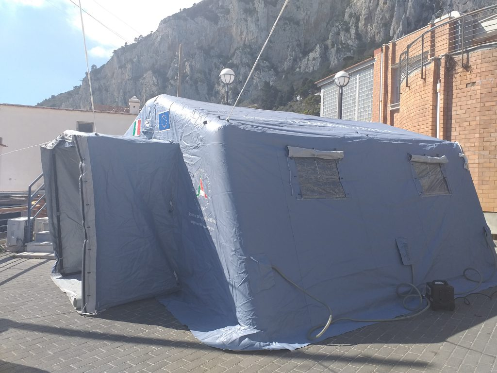 Coronavirus, due casi positivi tra i dipendenti dell'ospedale di Capri: uno dei contagiati trasferito a Napoli in ambulanza