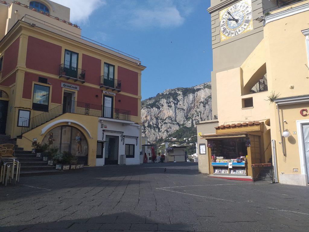 Iniziative solidali a Capri, raccolta fondi e generi alimentari per famiglie in difficoltà: il punto della situazione