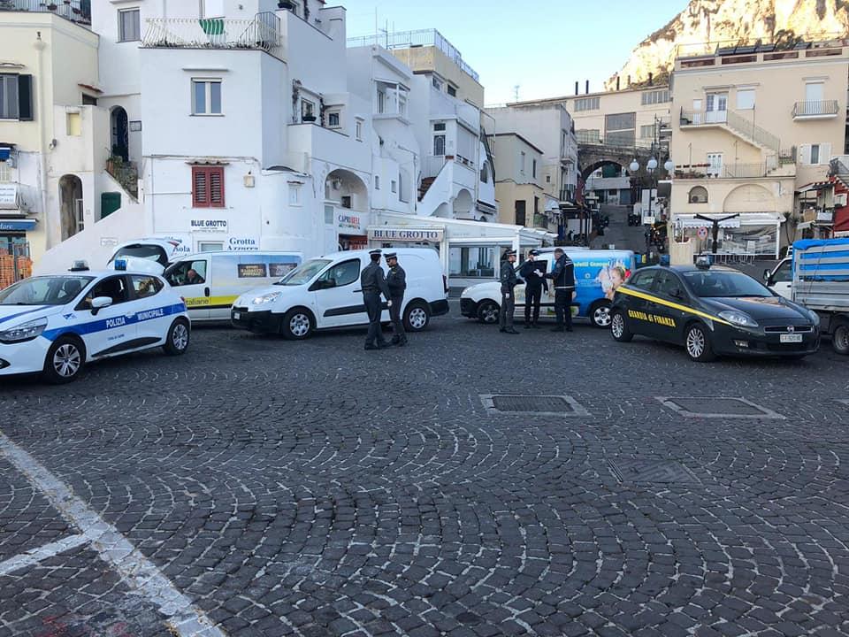 """Stretta del Comune di Capri contro l'arrivo di """"falsi residenti"""" o di proprietari di case di vacanza sull'isola: saranno rimandati indietro a proprie spese. Pubblicata l'ordinanza"""