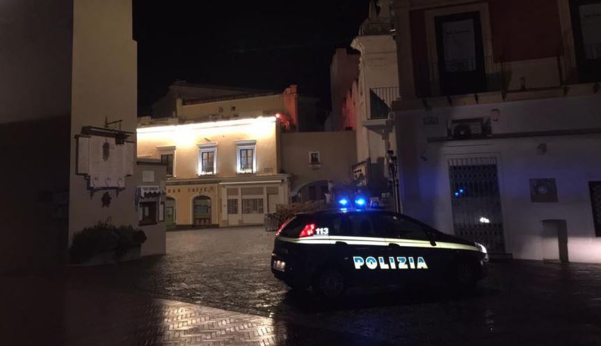 Famiglia in auto giunge a Capri da fuori regione in violazione ai divieti: scattano denuncia, maxi-multa e isolamento