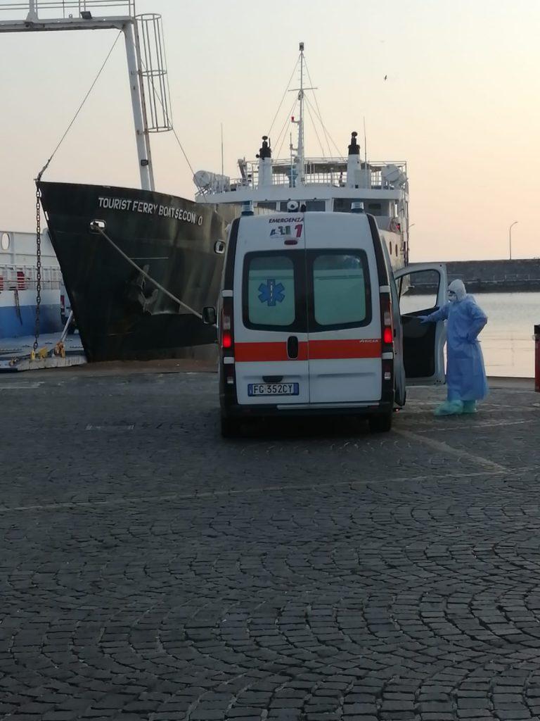 La donna positiva al covid-19 trasferita da Capri a Napoli in ambulanza a biocontenimento su un traghetto Medmar