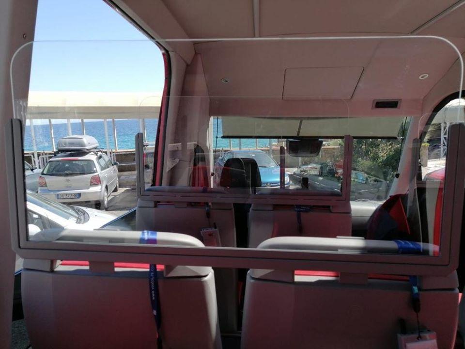 Trasporti e turismo: la società Caprisightseeing ha adeguato i propri mezzi alle misure anticovid. Sicurezza a bordo: installati anche i defibrillatori