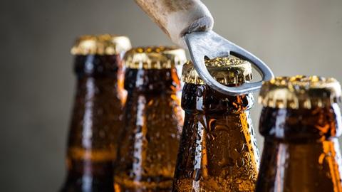 Nuove misure anti Covid in Campania: massimo 20 partecipanti a feste e matrimoni, vietato consumo di bevande alcoliche all'aperto dopo le 22