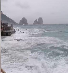 Maltempo: mareggiata di giugno a Capri. Da Marina Piccola il video di Mario Coppola