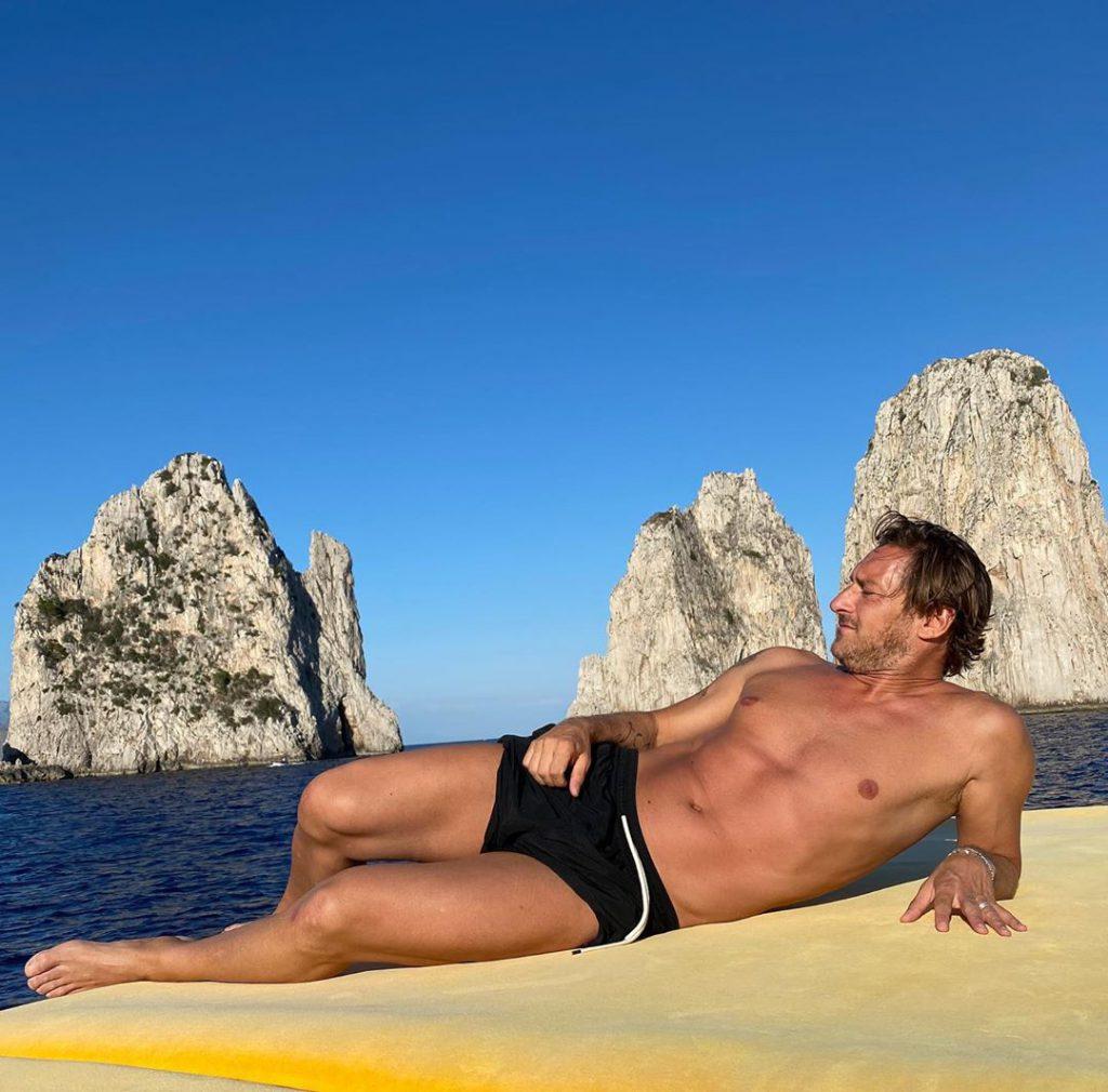 Giornata a Capri e a Ischia per Francesco Totti e Ilary Blasi
