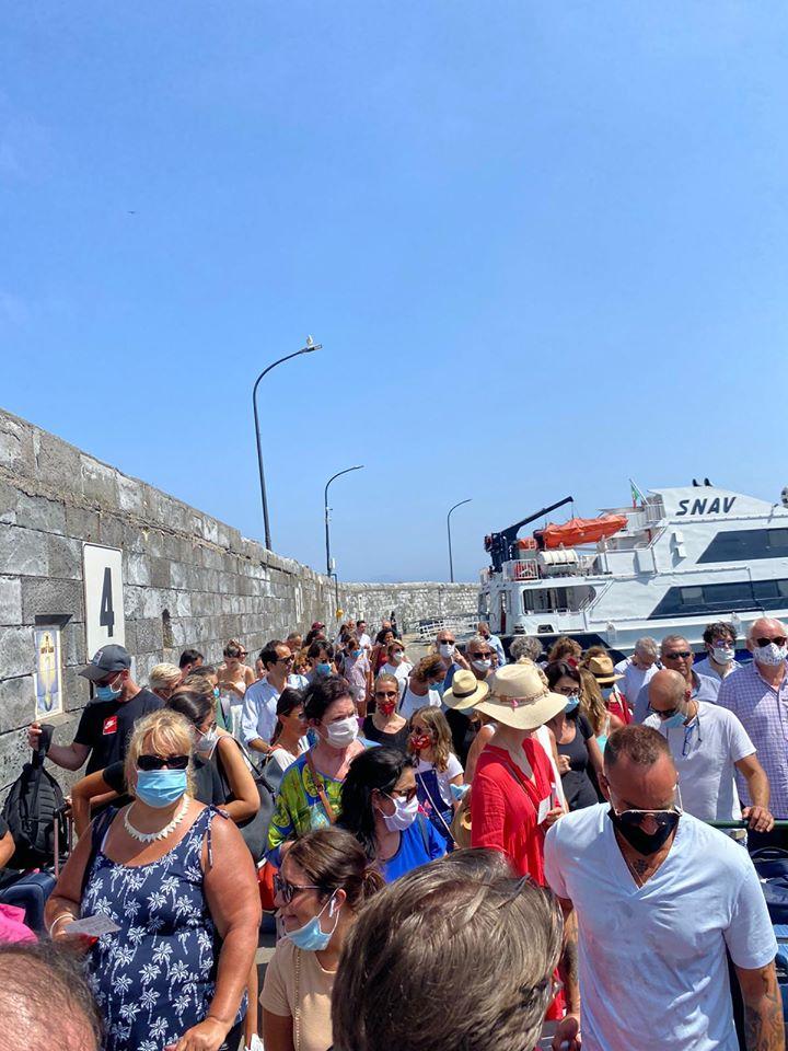 Nuova ordinanza di De Luca: nei collegamenti marittimi nel Golfo di Napoli confermato il 100% dei posti a sedere con obbligo di mascherina anche sui moli