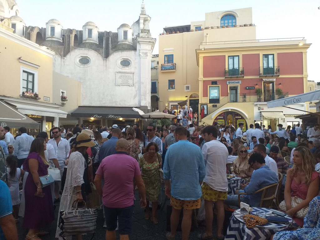 Turismo: nasce la collaborazione tra le strutture ricettive extralberghiere e gli artigiani dell'isola di Capri, sconti sugli acquisti per chi soggiorna nelle strutture Atex