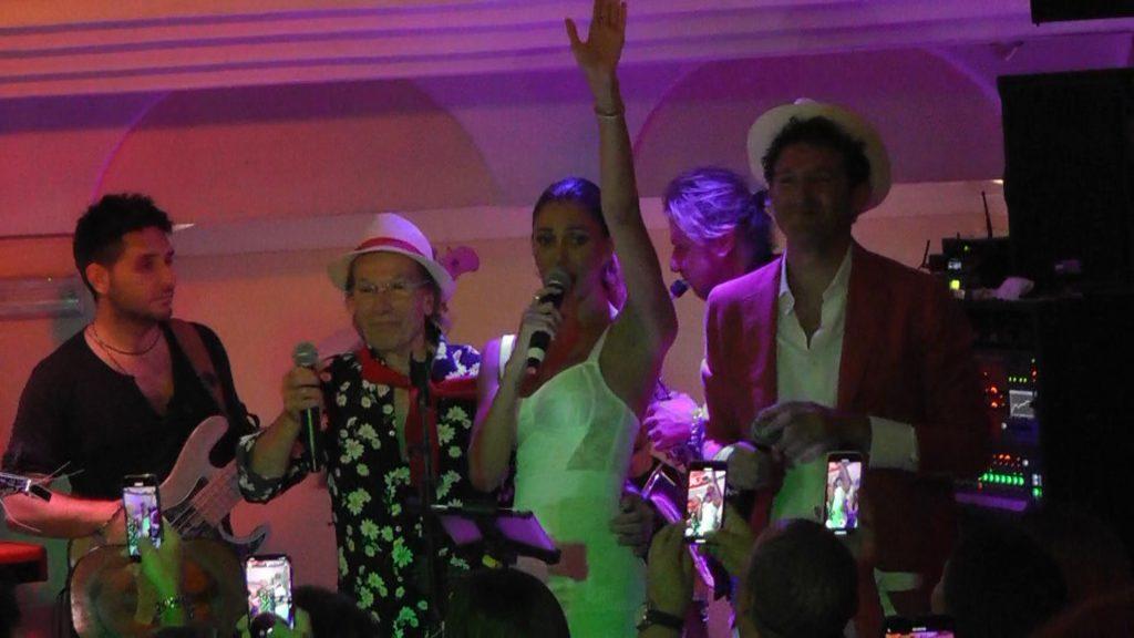 Tutti pazzi per Belen: notte a Capri con amici e la nuova fiamma. In taverna canti e show con Guido e Gianluigi, l'incontro a sorpresa con Nina Moric. VIDEO ESCLUSIVI