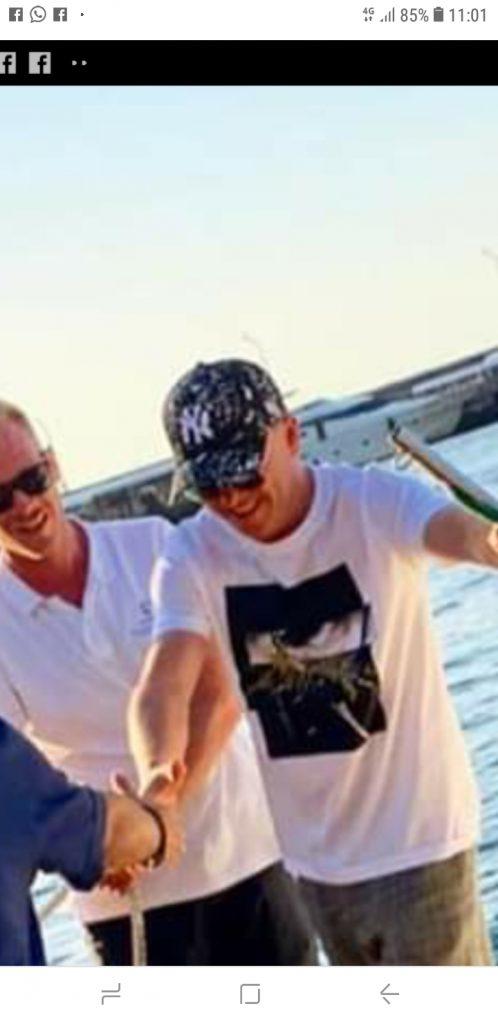 Gigi D'Alessio, tour vacanziero a Capri e festa in barca