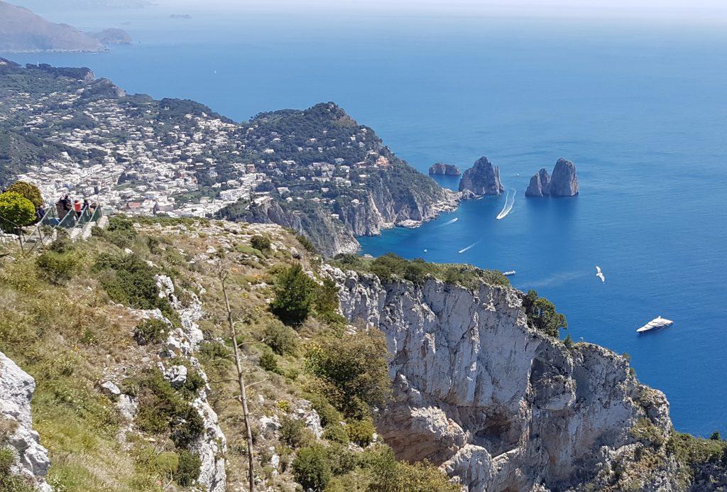 """A Monte Solaro riapre la """"Canzone del cielo"""", tra panorama mozzafiato, natura incontaminata, bistrot, ristorante e boutique"""