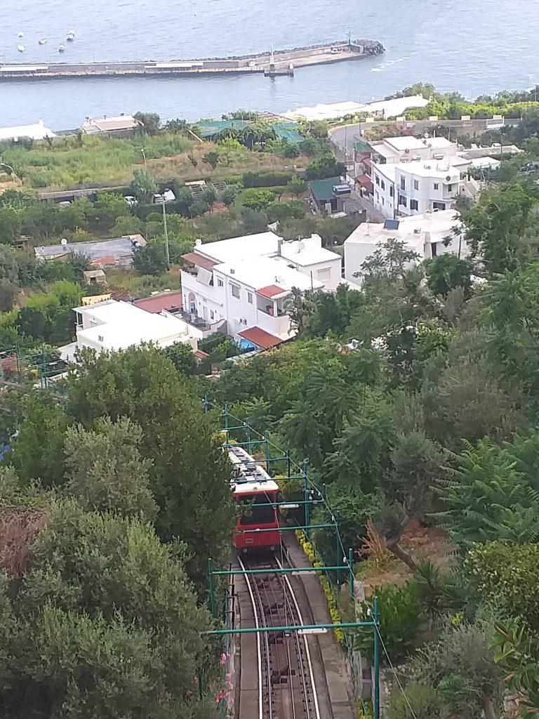 Stop per un guasto improvviso alla funicolare di Capri, il servizio è ripreso dopo l'intervento dei tecnici