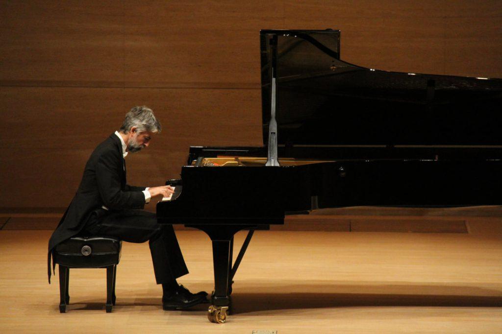 """Il pianista Andrea Padova chiude la rassegna """"Un'estate per sognare 2020"""" a Villa San Michele ad Anacapri con un recital dedicato a Chopin"""