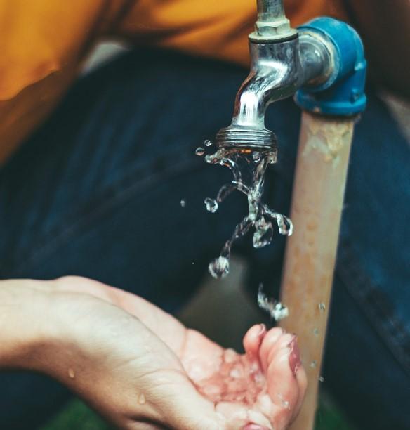 Carenza idrica e aumento del consumo di acqua potabile: Gori invita i cittadini ad un uso sostenibile della risorsa. In 5 punti le buone pratiche