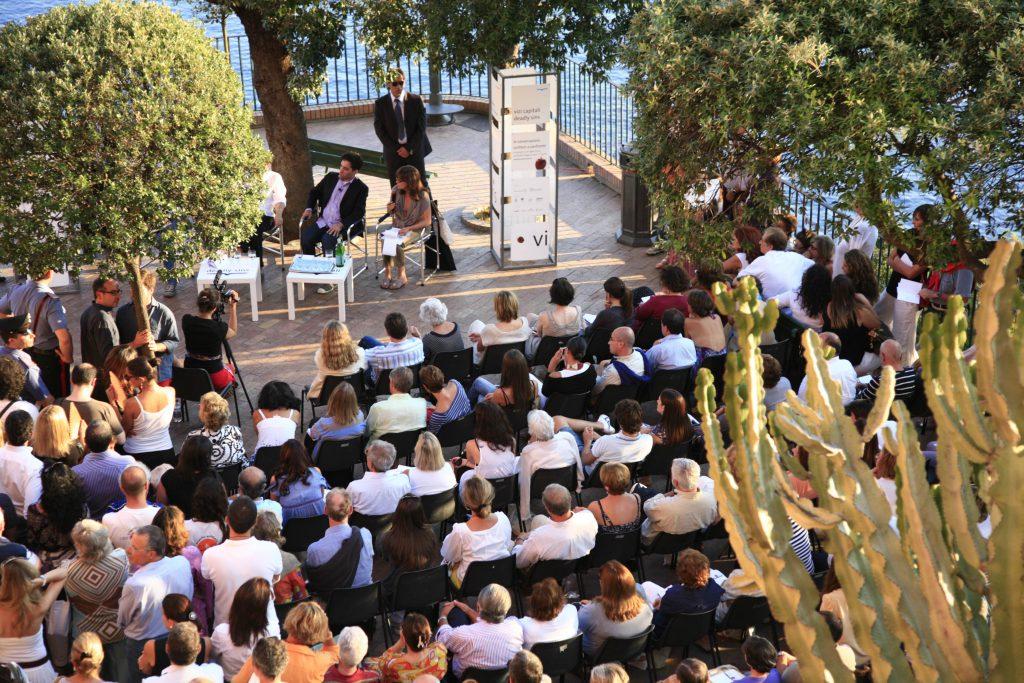 Le Conversazioni, il festival letterario internazionale, celebra i 15 anni. Incontri a Capri dal 19 al 24 agosto: il programma