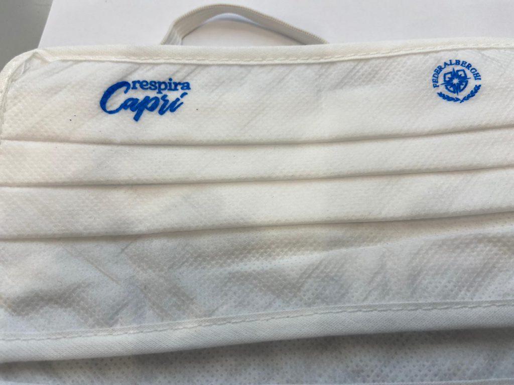 """""""Respira Capri"""", da Federalberghi e dal Comune 3mila mascherine personalizzate per gli ospiti in arrivo sull'isola nel weekend"""