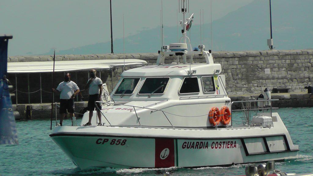 Ancora difficoltà in mare, bagnante in balia delle onde in stato confusionale a un miglio da Massa Lubrense soccorso dalla motovedetta giunta da Capri