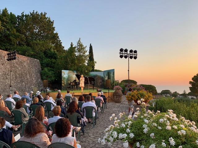 """Il pianista Giulio De Luca omaggia Schubert, Liszt, Wagner e Verdi alla rassegna """"Un'estate per sognare"""" a Villa San Michele ad Anacapri"""
