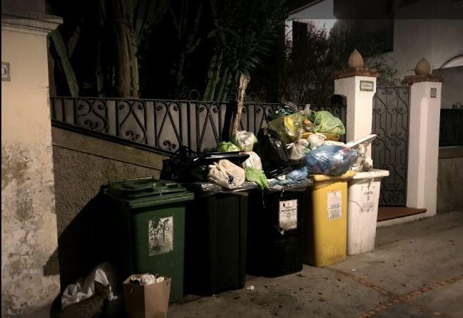 """La lettera: """"Questo modo di raccogliere i rifiuti è insensato, altamente anti igienico e danneggia l'immagine di Capri"""""""