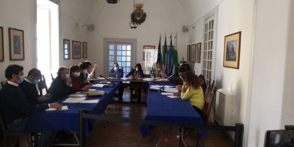 Seduta del Consiglio Comunale di Capri. Rivedi la diretta video L'Isolano