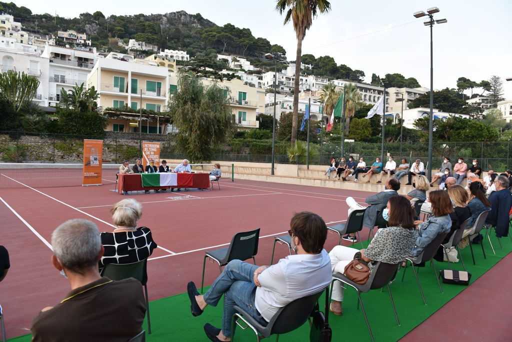 """40 anni di carriera in un libro, Peppino Di Stefano racconta la sua avventura da arbitro internazionale di tennis: presentato """"Sotto la sedia"""""""
