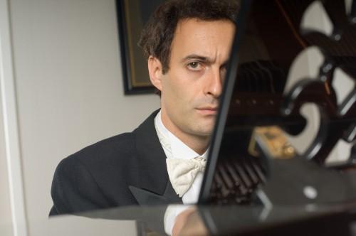 """Gianluca Luisi protagonista del quinto appuntamento della rassegna """"Un'estate per sognare"""" omaggia Beethoven e Chopin a Villa San Michele"""
